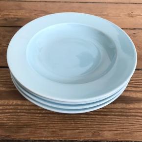 4x HAY tallerkener, 22 cm. Helt nye. Farven er mest tilsvarende billede nr. 3  Nypris 316 kr (79 kr/stk)  Afhentes i Aarhus N hurtigst muligt :-)