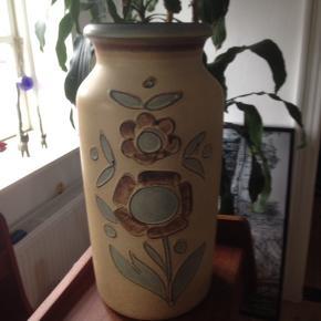 Stor flot keramik vase, uden skår eller afslag.  H 45 Ø 22 cm.