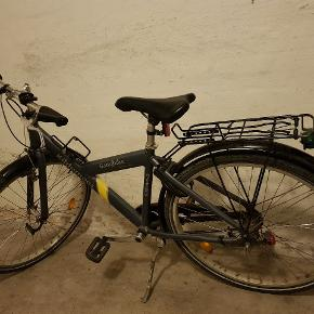26 t Kildemoes. Det er en unisex cykel. Der medfølger 2 stk nøgler.  Der mangler en ringeklokke, men ellers er den i god stand.