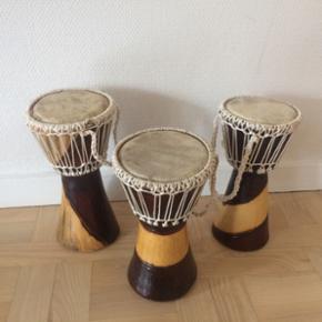 Afrikanske trommer. Flotte og velholdte. 25x 15 cm. 100 kr. stk.