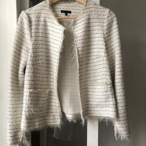 Boucle Jakke I hvid og Sølv boucle jacket in white with silver and grey thread str small /36