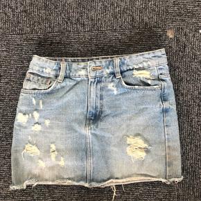 Sælger den populære udgåede zara nederdel. Nypris var 400kr