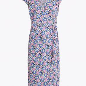 Brugt en enkelt gang. 100% Viskose.  Slåom- kjole.   Fast pris via køb nu.   #secondchancesummer