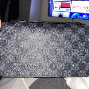 LV pung til herre med hank - Louis Vuitton XL Zippy wallet   BYD gerne realistisk