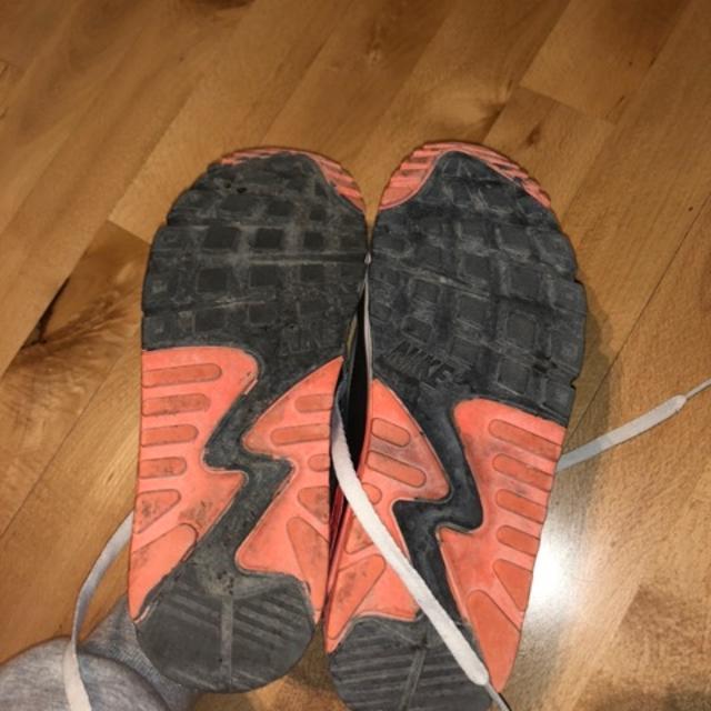 nike sko, der hænger op til iphone dating websites raleigh nc