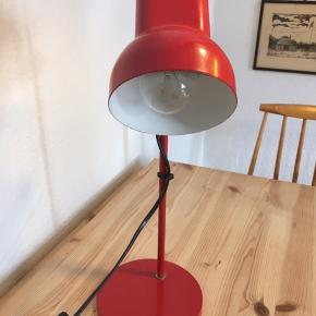 Skøn retro skrivebordslampe som virker som den skal.  H: 43 cm Pære medfølger ikke