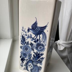 Fin vase. Se billede to for et nærmere kig.
