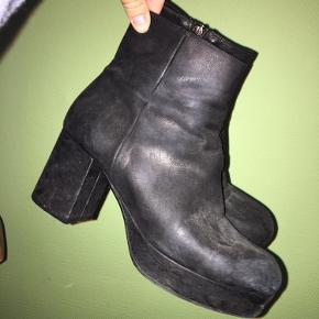 Fede støvler fra Billi b Skoen ser umiddelbart lidt slidt ud, men det er en del af looket ;)