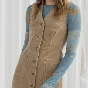 beige corduroy kjole str.40 ingen brugsspor