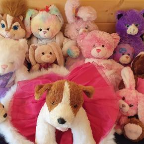 Build a bear  sælges samlet 15 stk pluds tøj tilbehør  1500 kr 10 stk Store str 35 cm ca  5 stk a støtrelse 20 cm ca
