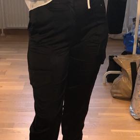 Zara bukser med lommer i siden
