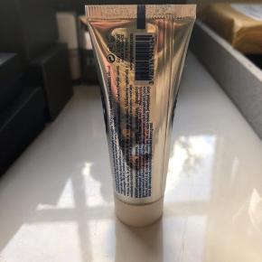 Revitalizing Night creme. Natcreme fra Polaar 25 ml. Ny og uåbnet, stadig forseglet.   64,- + fragt 37,- med Dao / TS  Bytter ikke.