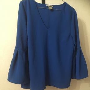Helt ny og ubrugt smuk blå bluse fra H&M i str. 40😊  60kr, eller byd! Aarhus