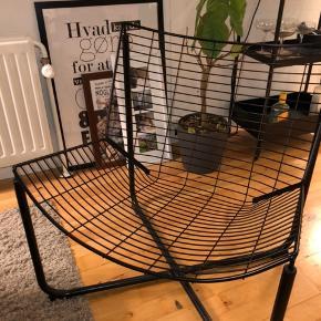 """Lækker IKEA fletstol sælges! - Stolen er aldrig brugt, den har kun stået fremme som """"pynt""""  Nyprisen på lænestolen er omkring 550,- den er  udsolgt hos IKEA.  Du kan købe den for 350,- inkl. """"skindet"""" hvis det ønskes.  Stolen skal afhentes i 4100, Ringsted!  Skriv endelig for mere information, flere billeder eller andet!"""