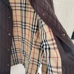 Fin jakke, jeg har været meget glad for, men desværre nu er for stor. Har mange gode år i sig endnu