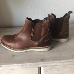 Super fede Bjørn borg læder sko. Kun brugt et par gange, så ingen pasform i skoen :) Prisen er inkl. Porto  Ny pris var 800 kr.