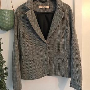 One Two & Luxzuz blazer