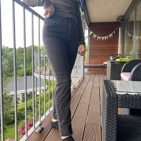 Sælger de her super fine bukser, da jeg ikke rigtigt får dem brugt mere.