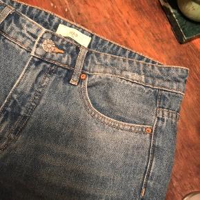 Flotte jeans fra Envii med huller!