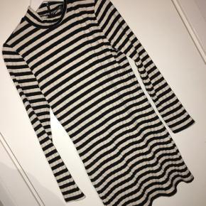 Stribede kjole fra Forever21 - står L, men mere som M ⭐️
