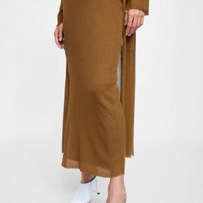 Zara knit brown pencil skirt. Slit on the side, entirely lined. Part of a co-ord, matching top available. Size M. perfect condition, never worn.
