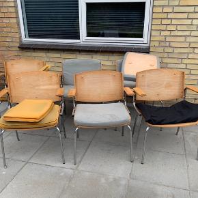 6 Duba stole. Sælges som renoverings projekt. De skal ombetrækkes.  Jeg har 4 m sort møbelstof  Pris 2200 kr uden stof. 2500 kr med stof