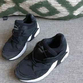Næsten som nye fede puma sneakers. Ny pris 450 kr.   Kig endelig forbi mine andre annoncer.   Kan hentes på Amager eller sendes mod betaling
