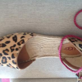 super beautiful, never worn UGG Sandals, in real leather