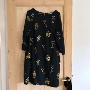 Fin A-formet kjole fra H&M Har lommer Str. 44