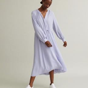 Super fin kjole i lavendel blå ... Super lækker kvalitet og størrelses svarende ✔️ Nypris 1900,-