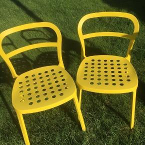 2 stk flotte gule metalstole , stk pris 175kr. Ved køb af 2 stk samlet pris 275kr. Returneres ikke .  Afhentes på 8270 Højbjerg.  Reserver gerne når halvdelen af beløbet betales i despotiom, Svarer varen ikke til dine forventninger , refunderes pengene .