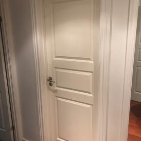 Fine døre sælges, vi har 5 stk. Fin stand med alm. brugsspor.   Mål: 72,5x204 cm.  Sælges uden dørhåndtag, med karm.
