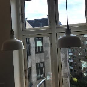2 loftslamper der har hængt i et køkken i 1,5 år. BYD, sælges grundet flytning. Kan hentes på Østerbro