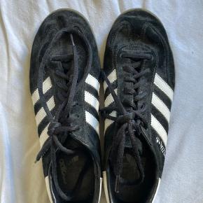 Adidas originals Handball Spezial i 40 2/3🖤   OBS: Fragten er ikke inkluderet i prisen🪐altid velkommen til at byde