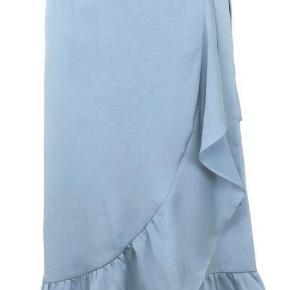 Lyseblå neonoir nederdel, der aldrig er brugt kun prøvet på Nederdelen er i modellen mika