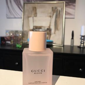 Kun duftet til. Gucci Bloom hairmist