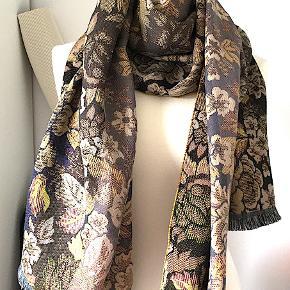 KENZO tørklæde, aldrig brugt. Mål: 180x69 cm