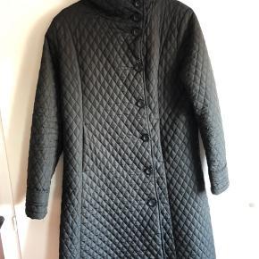 Smart frakke i et flot snit.