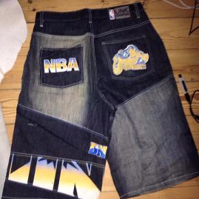 MEGA fede NBA shorts med print. sælges kun pga. pengemangel.