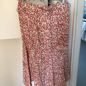 Fineste nederdel fra ganni. Sælger da jeg ikke får den brugt.