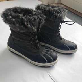 Varme vinterstøvler. Fremstår flot. Brugt få gange