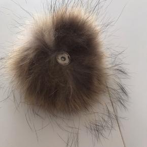 Så fin pelskvast lige til at sy på en hue eller andet . Tryk på køb nu hvis den skal være din .