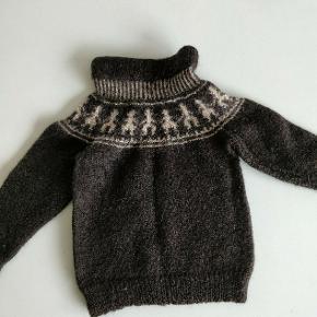 Fantastisk hjemmestrikket sweater i alpaka uld. størrelse 80. Vidunderlig blød.