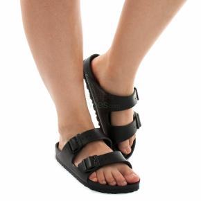 Kæresten kunne ikke passe dem og kunne ikke nå at bytte. Så helt ubrugte. Dejlige sandaler, kan bruges som almindelige Birkenstock, eller badesandaler. ☺️
