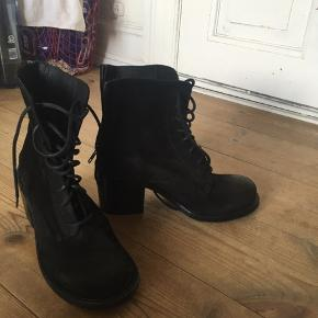 Fede støvler fra italiens mærke , slet ikke brugt!