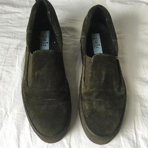 Varetype: Snearkers Farve: Oliven  Apair snearkers i pæn god men brugt stand😀 DAO & mobilepay✅