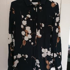 Virkelig flot og velholdt Ganni skjorte 🌟 Sælges da den bare hænger i skabet