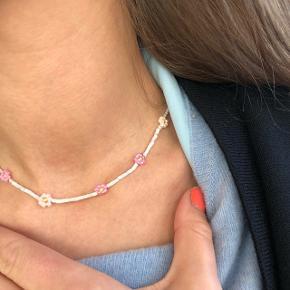 Perle Halskæde af miyuki perler og sead beads lyseblå og rosa  💮 Prisen er inkl Porto
