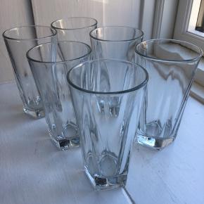 6 stk. cocktailglas fra Libbey. Prisen er for dem alle.  H: 14 cm Ø: 7,5 cm