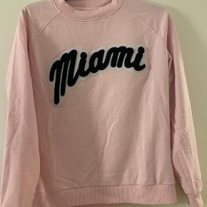 Moves by Minimum sweater
